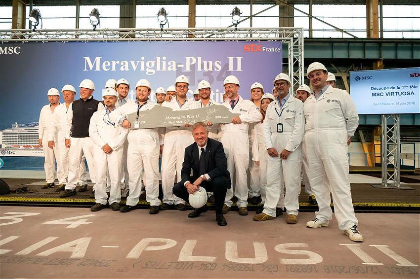 Foto: Ivan Sarfatti | MSC Cruises Executive Chairman Pierfrancesco Vago und die Mitarbeiter von STX France feiern den Stahlschnitt der MSC Virtuosa