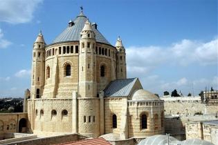 An der Stelle der Dormitio Kirche am Zionsberg in Jerusalem soll die Mutter Gottes, Maria, im Kreise der Jünger Jesu gestorben sein. / Foto: Noam Chen, IMOT
