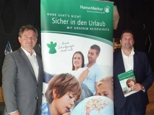 Dr. Andreas Gent (li.), Vorstand der Hanse Merkur, und Fuad Izmirlija, Österreich-Chef Hanse Merkur Reiseversicherung feiern den 3. Jahrestag mit einem neuen Produkt - Foto: tip/erp